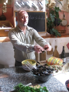 Silvestro cleaning the mussels